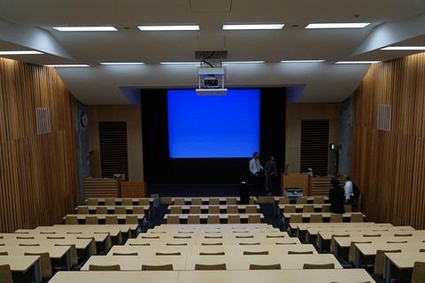 東京藝術大学上野校地中央棟第1講義室