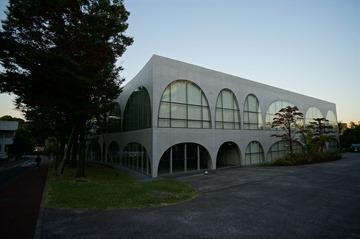 多摩美八王子図書館