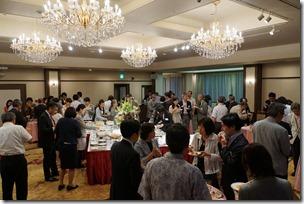 日本ガラス工芸学会創立40周年記念祝賀会歓談中